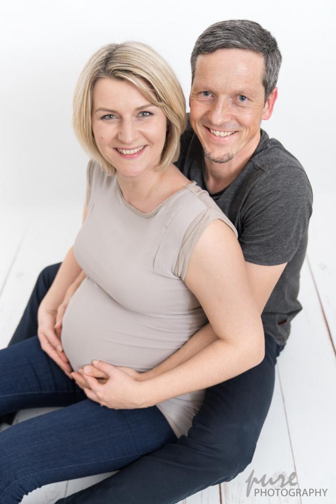 Familienfotos Schwangerschaft, Pärchenshooting Schwangerschaft Steiermark, Babybauchfotograf