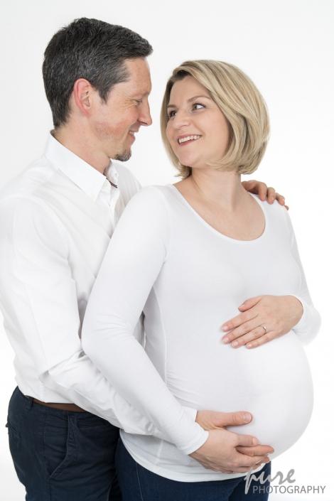 Pärchenshooting, Schwangerschaft, Familienfotos, Liebe zwischen Eltern, Babybauchfotograf Graz