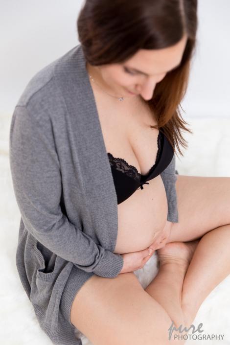 Schwangerschaft Fotoshooting Österreich, Fotos in Unterwäsche, Babyfotografin, Babybauch