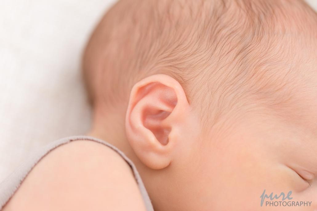 Neugeborenenshooting Graz, Fotoshooting Baby Steiermark, Detailaufnahme Ohr