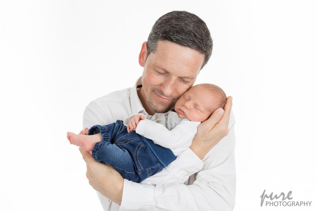 Daddy and Me Fotoshooting, Neugeborenenshooting, Foto Baby mit Papa, Babyfotograf Graz