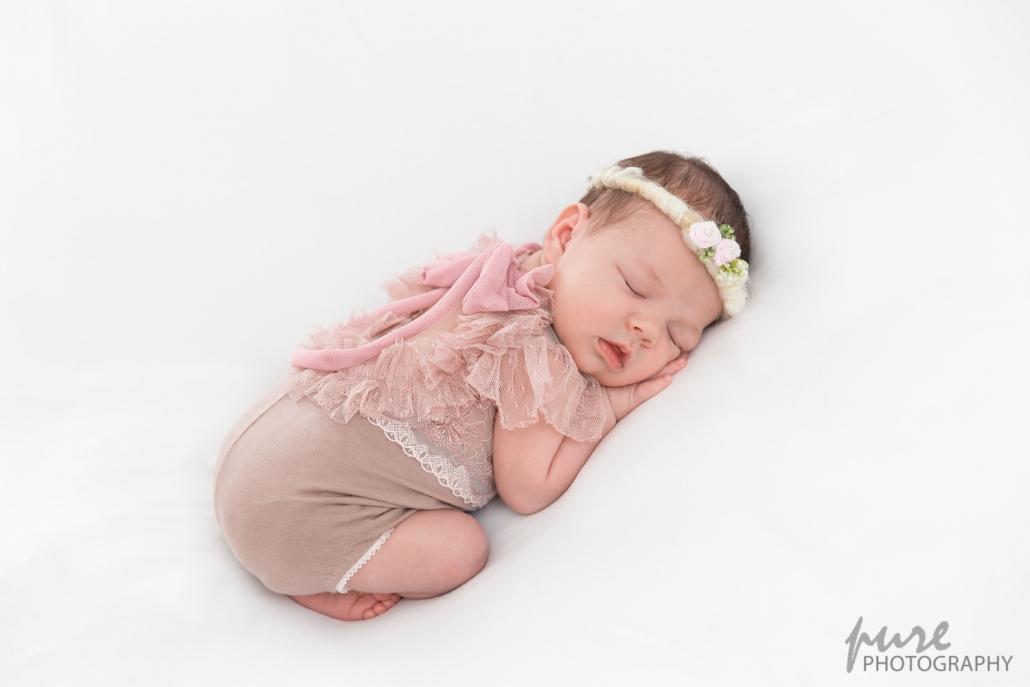 Neugeborenenshooting Steiermark, Newborn Fotoshooting Graz, Babyshooting Steiermark, Baby rosa Outfit