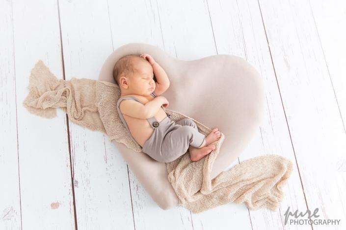 Babyfotoshooting Graz, Babyfotografin, Herzfoto, Babyfotos Graz