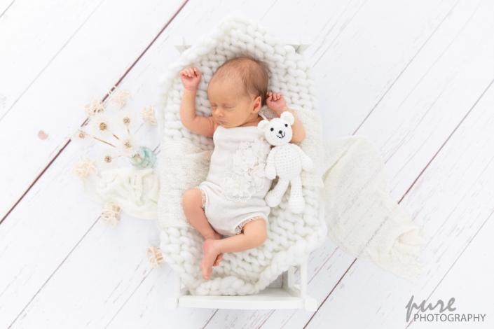 Babyfoto, Wiege, Newbornshooting, White Photography, Babyfotos Andritz, Fotografin Graz-Umgebung